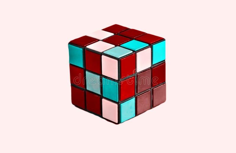 Cube multicolore se pliant d'isolement photo stock