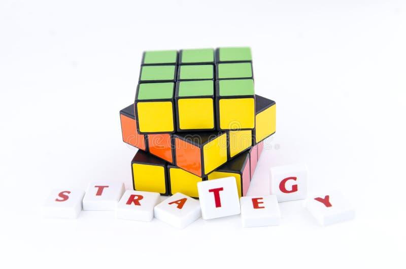 Cube tordu en Rubik's photographie stock