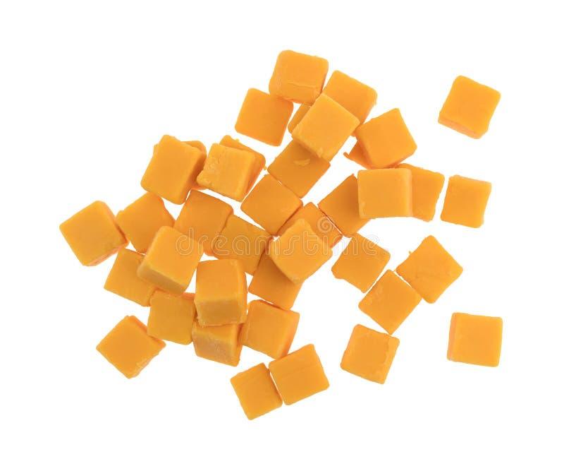 Cubed слабый сыр чеддера на белой предпосылке стоковая фотография