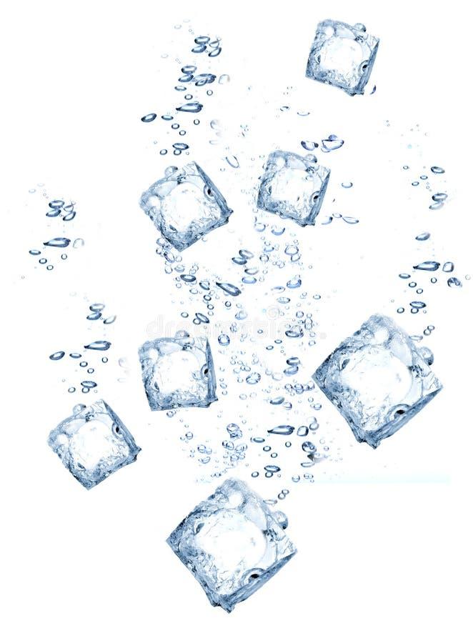 Download Cubes вода льда стоковое изображение. изображение насчитывающей холодно - 18398719