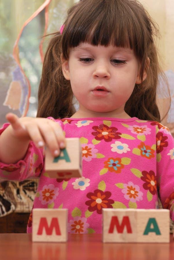 cubes слово mama девушки стоковая фотография