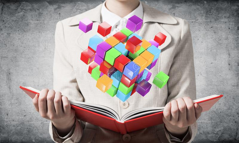 Cubes 3d g?om?triques color?s en apparence de femme image stock