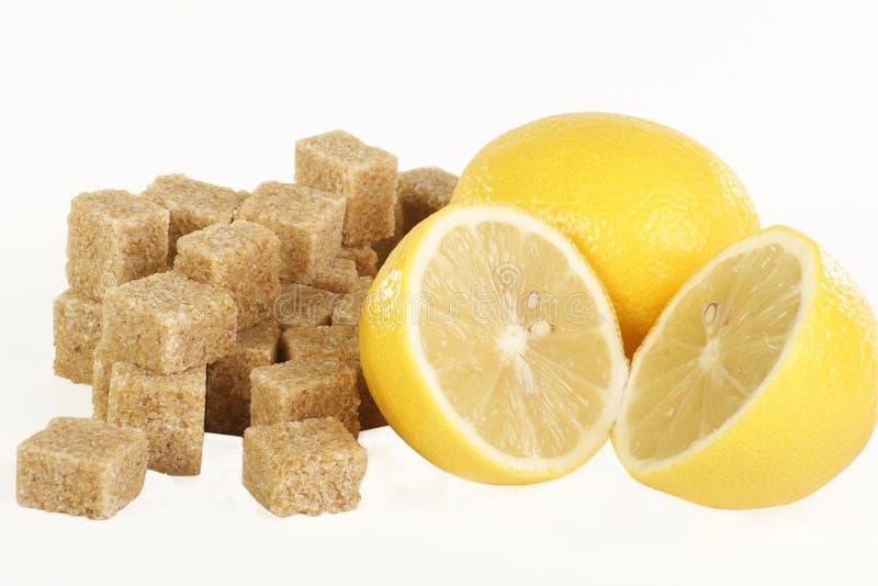 Cubes et citrons en sucre photographie stock libre de droits