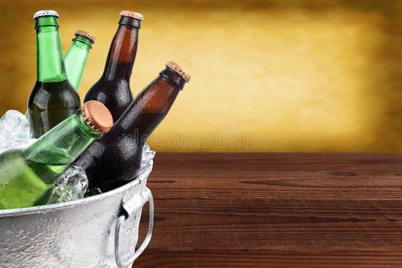 Cubeta da cerveja com espaço da cópia foto de stock royalty free