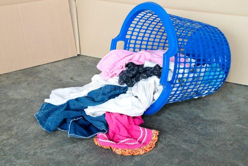 Cubeta da lavanderia suja. Conceito de tarefas diárias fotos de stock royalty free