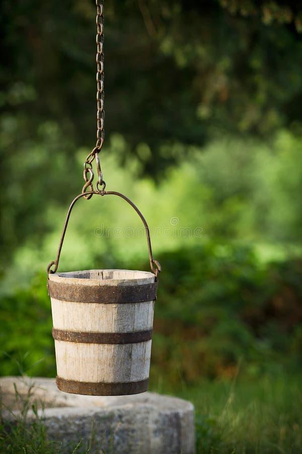 Cubeta de madeira tradicional imagem de stock