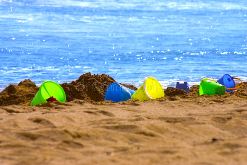 Cubetas Coloridas Da Areia Fotos de Stock