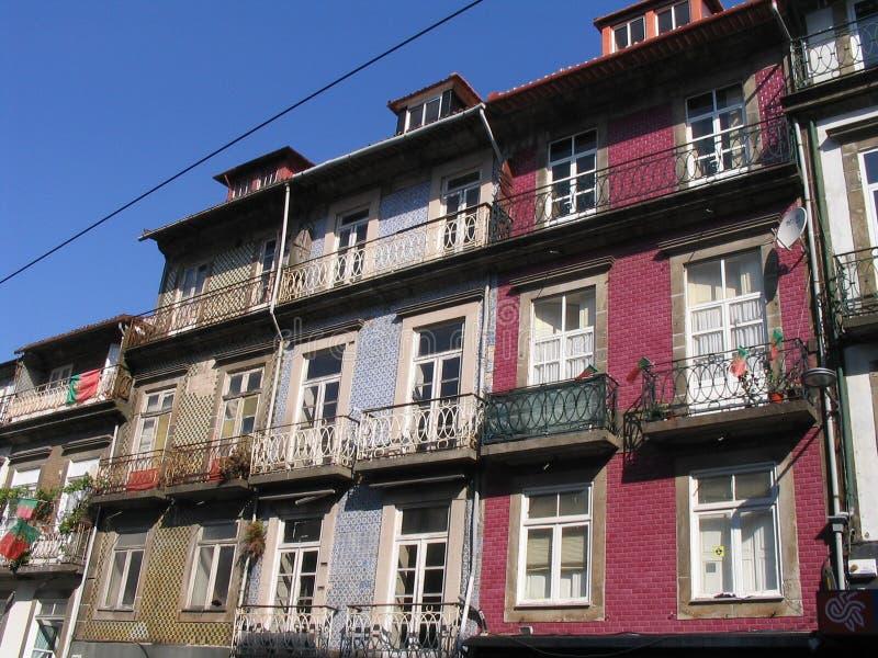 Cubierta colorida típica - Oporto imagen de archivo