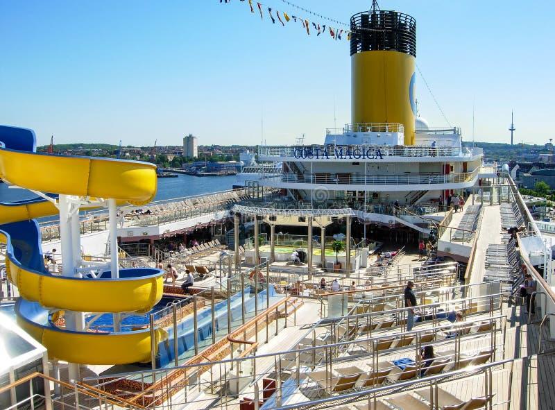 Cubierta de la piscina del barco de cruceros Costa Magica fotos de archivo libres de regalías