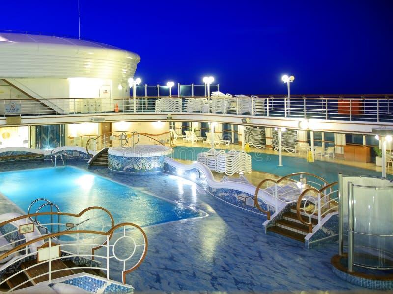 Cubierta del barco de cruceros en la noche imágenes de archivo libres de regalías