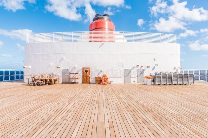 Cubierta 13 del embudo del RMS Queen Mary 2 fotos de archivo libres de regalías