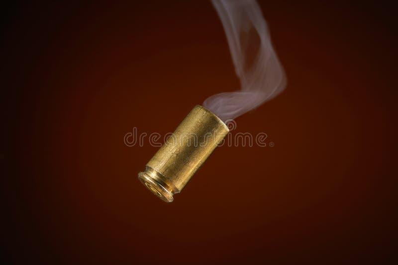 Cubierta del punto negro que fuma fotos de archivo