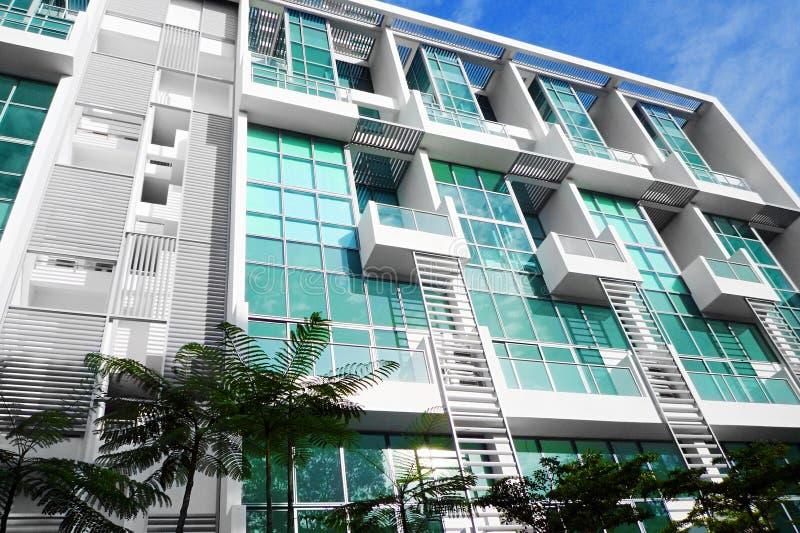Cubierta moderna del apartamento de la ciudad fotografía de archivo libre de regalías