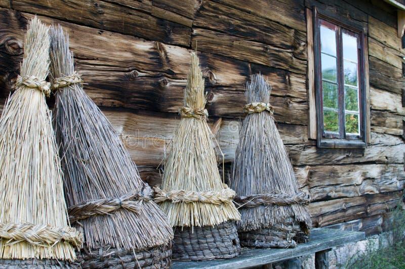 Cubierta tradicional para las flores, Kaszuby, Polonia de la paja imagen de archivo