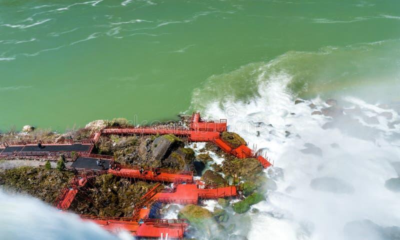 Cubiertas de la secoya en la cueva de los vientos - Niagara Falls, los E.E.U.U. imagen de archivo