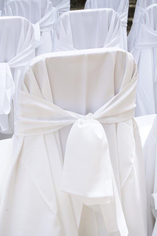 Cubiertas de la silla de la boda imagenes de archivo