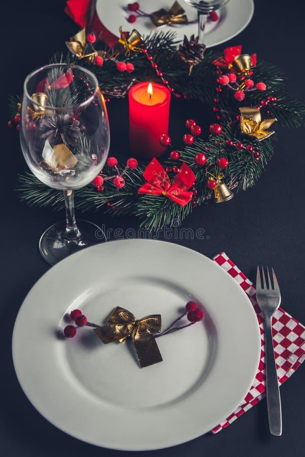 Cubierto de la cena de la Navidad para dos fotos de archivo libres de regalías