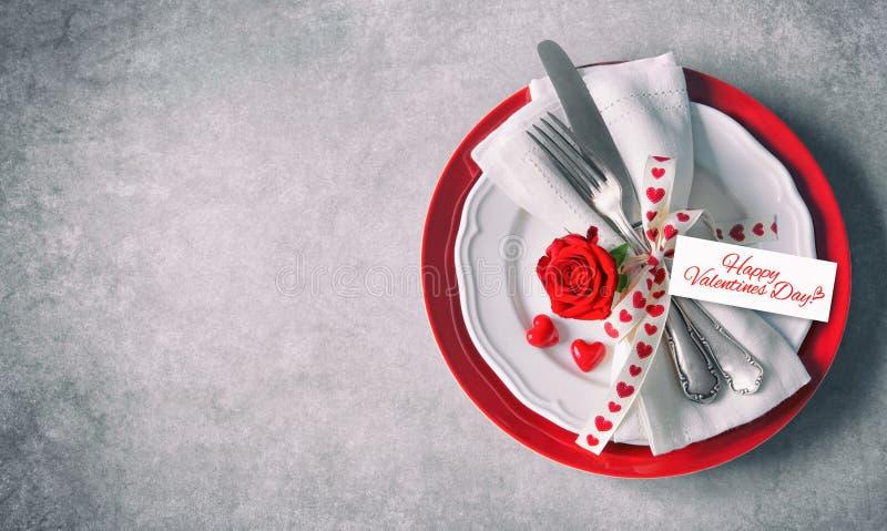 Cubierto de la tabla del día de tarjetas del día de San Valentín fotos de archivo