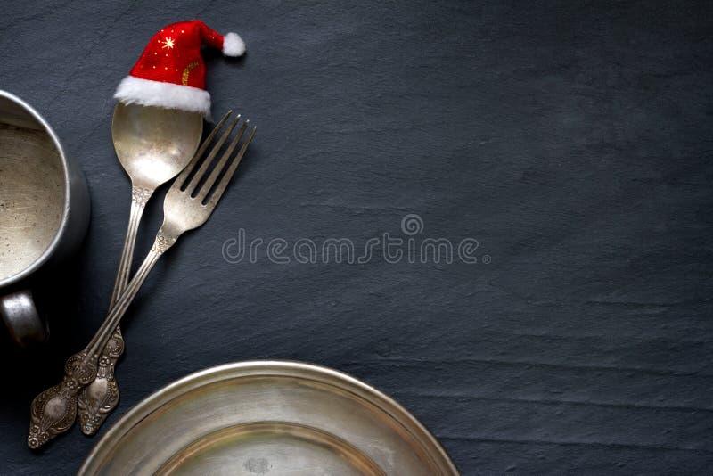 Cubiertos de la Navidad en el fondo de la comida del extracto de la tabla imagenes de archivo