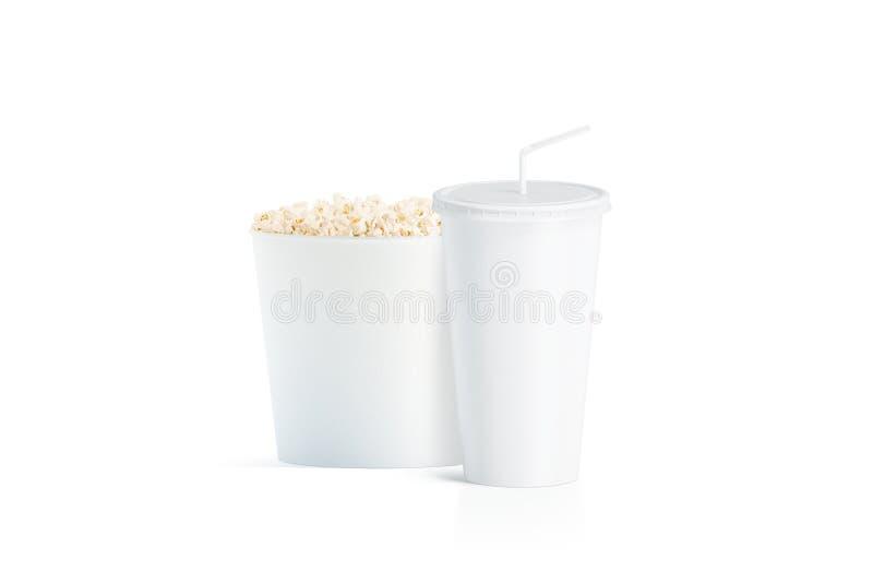 Cubo blanco en blanco de las palomitas con la taza con la maqueta de la paja fotografía de archivo libre de regalías