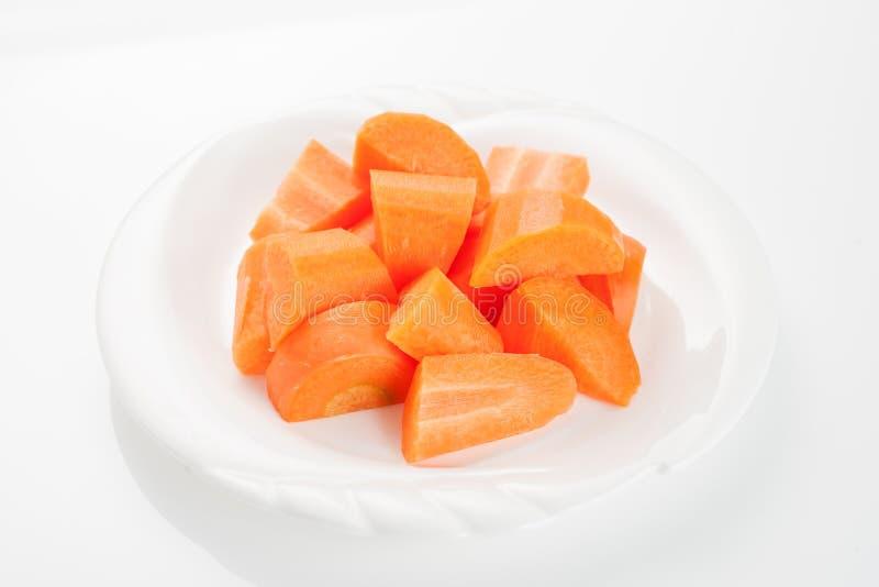 Cubo da cenoura isolado no fundo branco imagem de stock
