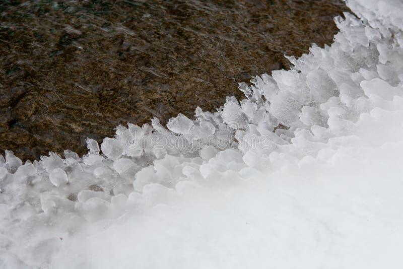 Cubo de gelo e praia fluvial imagens de stock