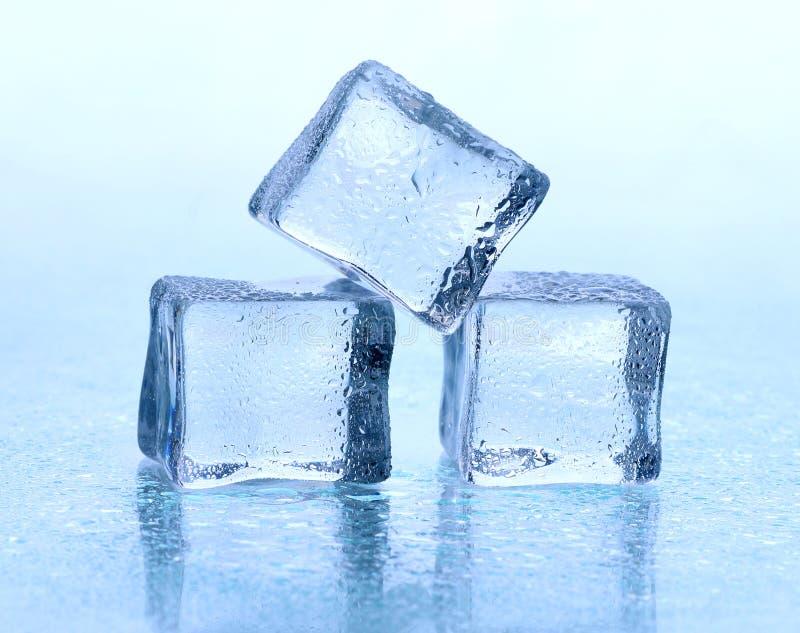 Cubo de hielo imagenes de archivo