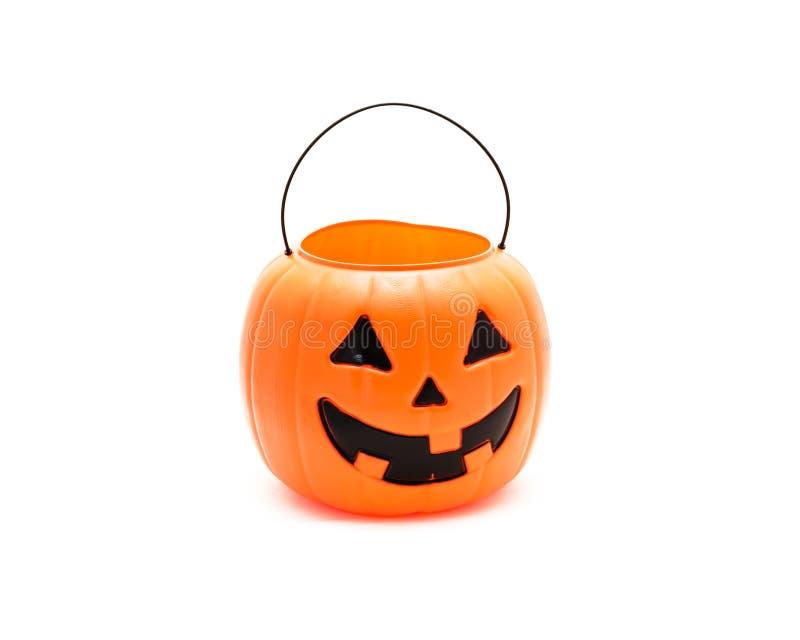 Cubo de la calabaza de Halloween de la linterna del ` de Jack O del tiro del estudio aislado en w foto de archivo libre de regalías