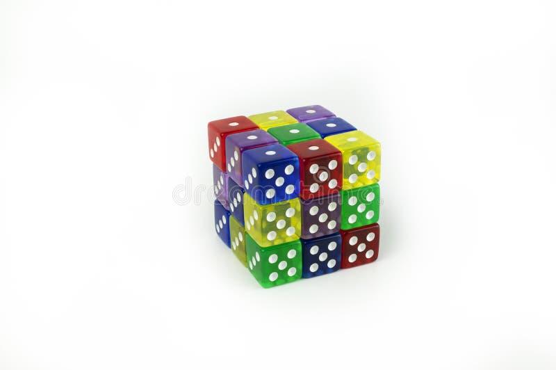 Cubo dei dadi a sei facce variopinti del gioco fotografie stock libere da diritti