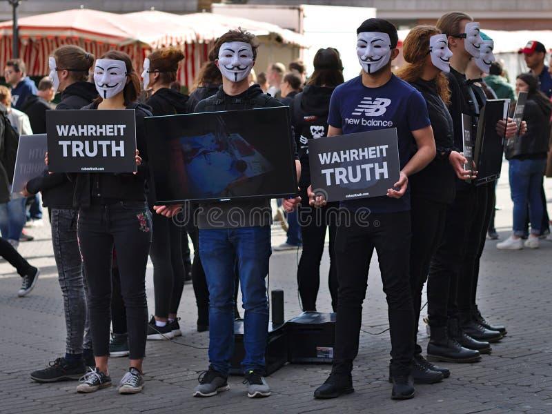 Cubo del grupo de la protesta de la verdad fotos de archivo libres de regalías