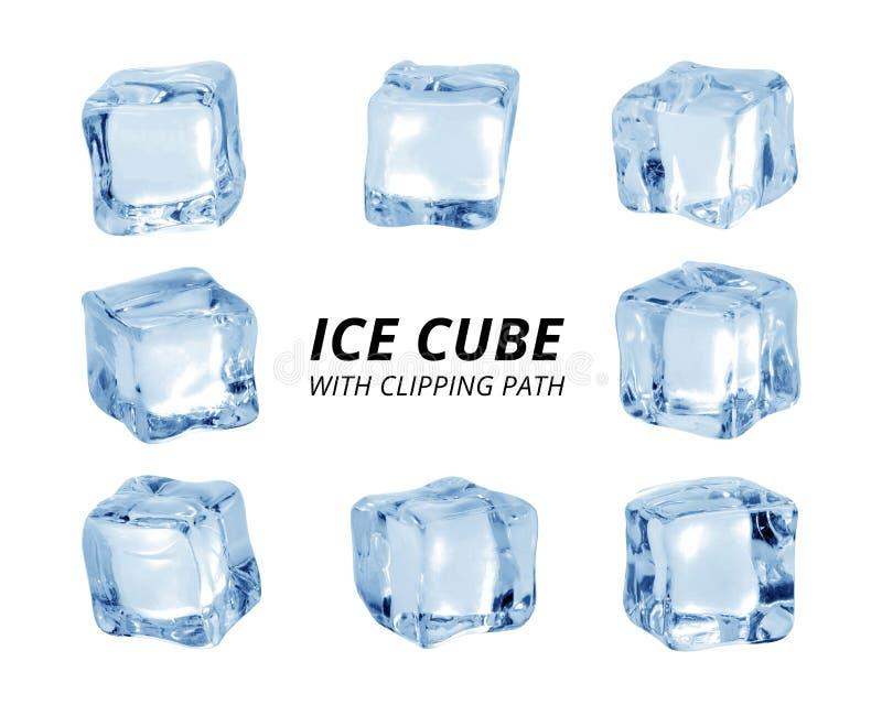 Cubo di ghiaccio isolato su priorit? bassa bianca Un pezzo di ghiaccio nella forma del blocco Percorso di ritaglio immagini stock