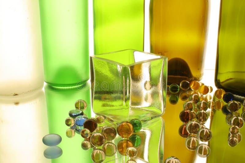 Cubo di vetro e palle di vetro fotografie stock libere da diritti