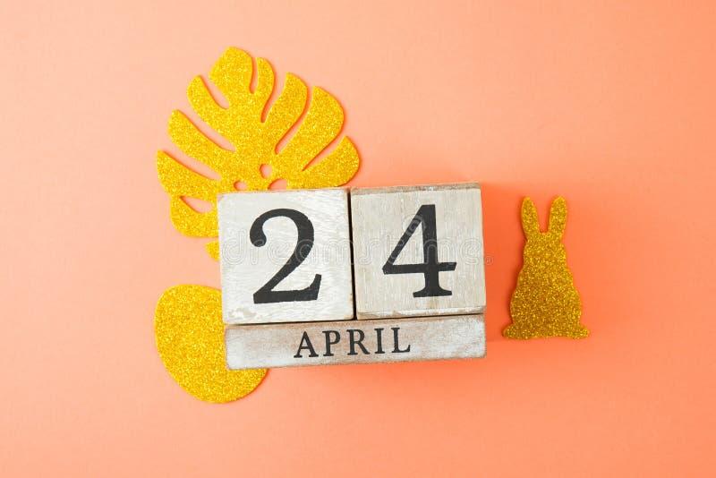 Cubo do calendário com data o 24 de abril imagens de stock royalty free