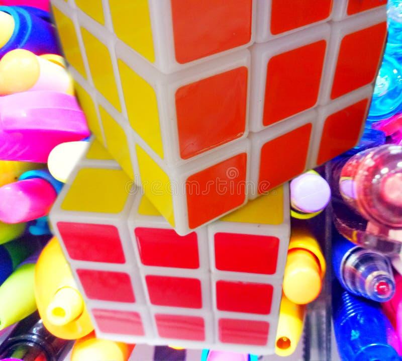 cubo dois booleano multi-colorido bonito imagem de stock royalty free