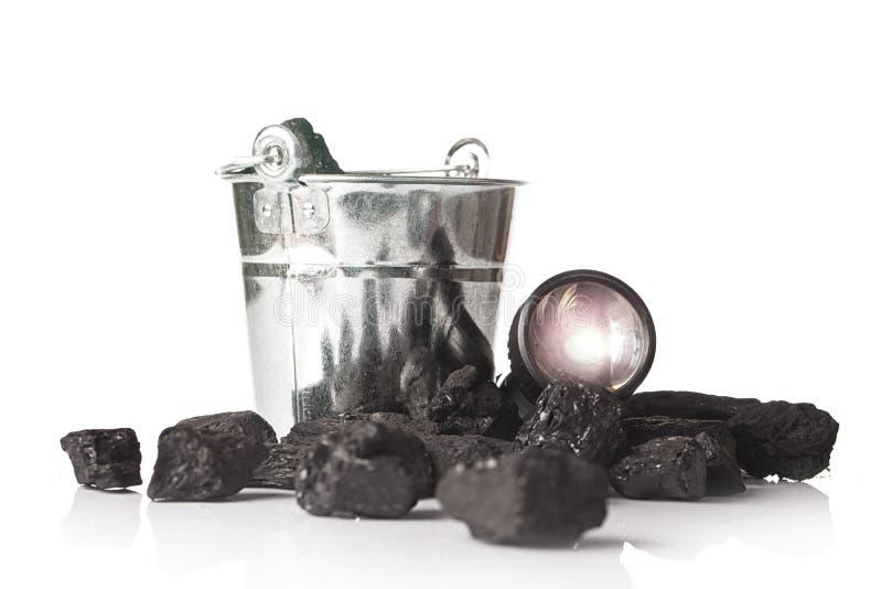 Cubo por completo de carbón, minería imagen de archivo libre de regalías