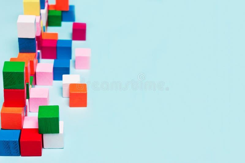 Cubos da cor no sistema, o jogo, enigmas Conceito de lógico fotografia de stock royalty free