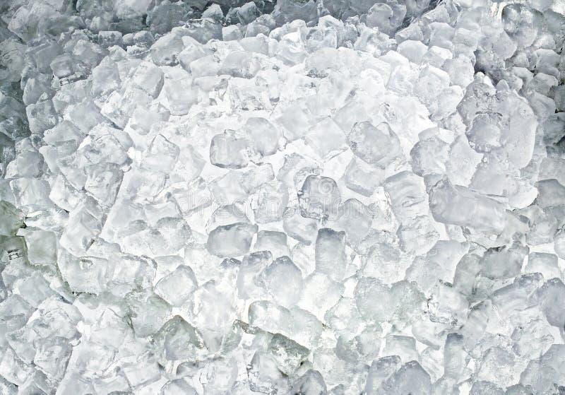 Cubos de gelo com luminoso fotografia de stock royalty free