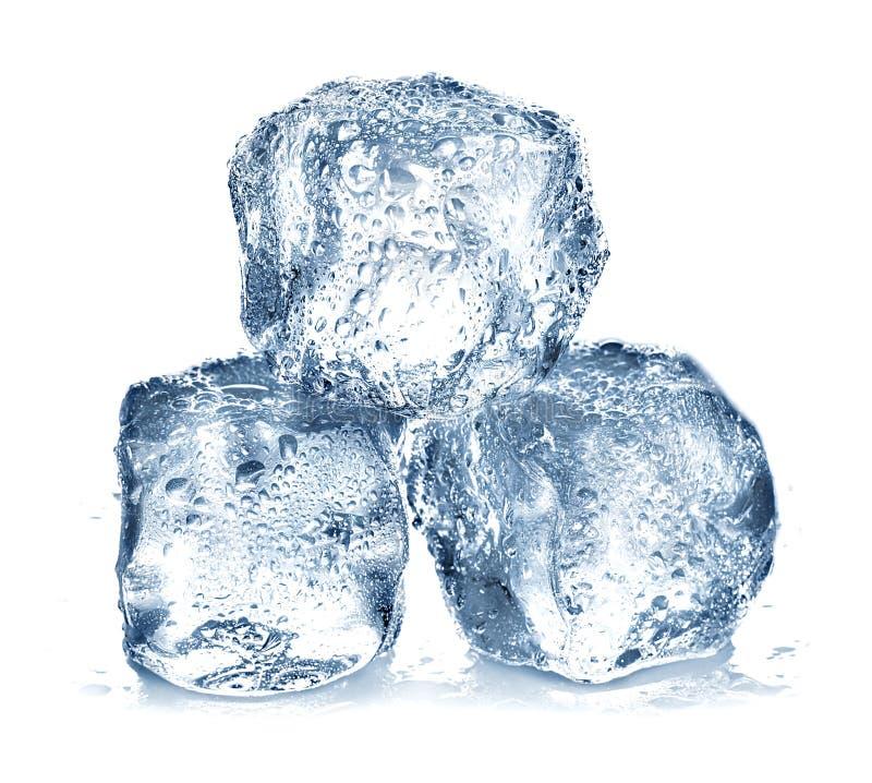 Cubos de gelo isolados imagens de stock
