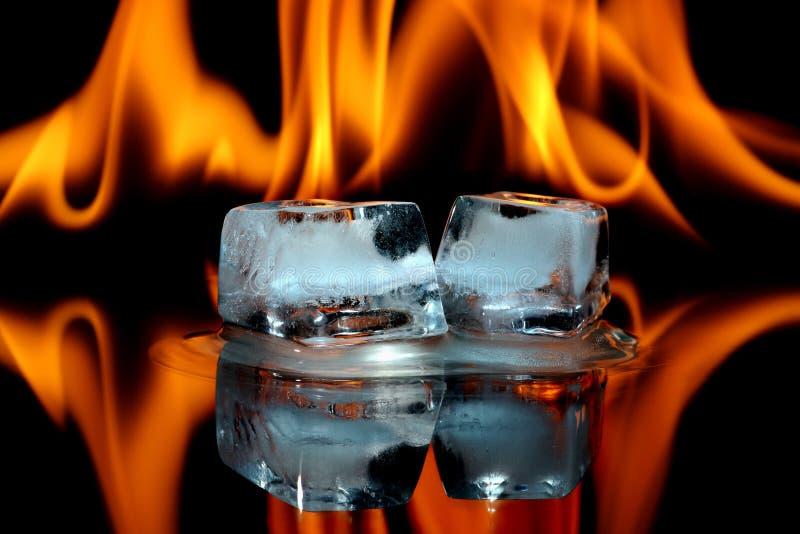 Cubos de gelo no incêndio imagem de stock royalty free