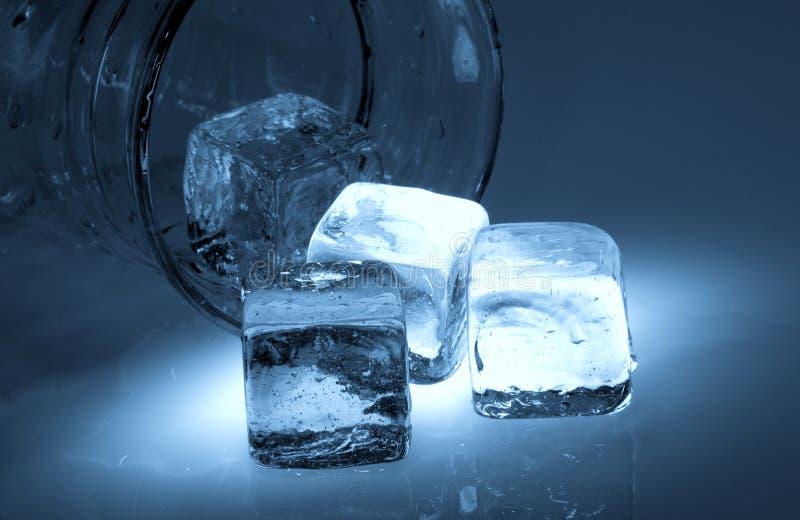 Cubos de hielo fotos de archivo libres de regalías