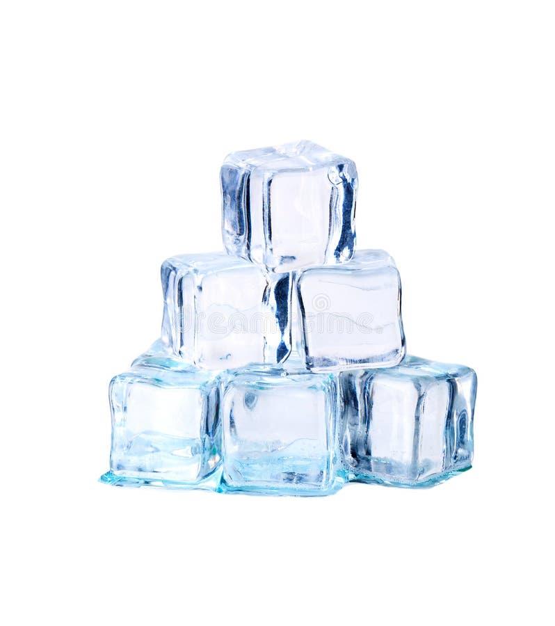 Cubos de hielo aislados en blanco fotografía de archivo libre de regalías
