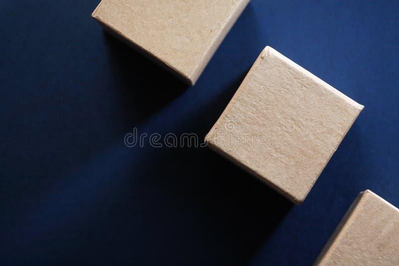 Cubos de la cartulina de Brown imagen de archivo libre de regalías