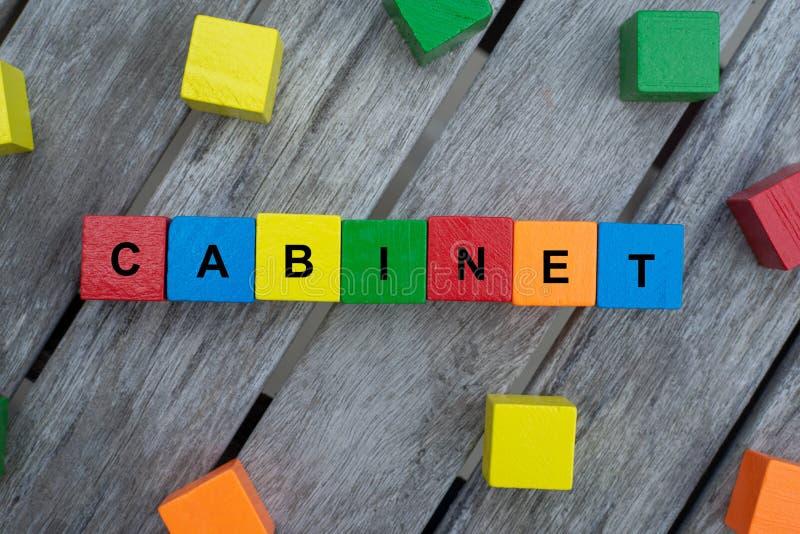 cubos de madeira coloridos com letras o armário da palavra é indicado, ilustração abstrata foto de stock royalty free