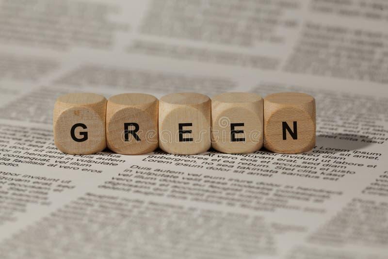Cubos de madeira com letras o verde da palavra é indicado, ilustração abstrata imagens de stock