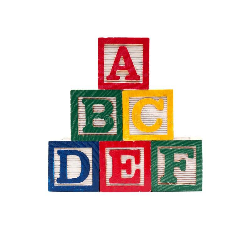 Cubos de madeira do alfabeto com letras de ABC fotos de stock royalty free