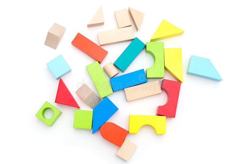 Cubos de madeira do brinquedo em um fundo branco Isolado imagens de stock royalty free