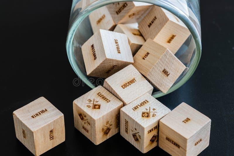 Cubos de madera con escrituras imagen de archivo libre de regalías