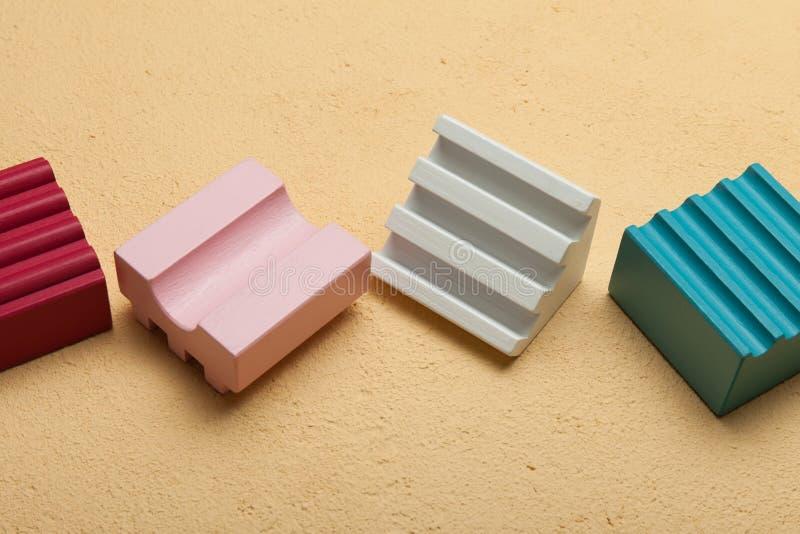 Cubos de madera multicolores Lógica e ideas fotografía de archivo