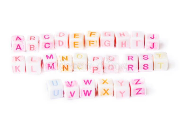 Cubos del alfabeto inglés con las cartas brillantes fotos de archivo