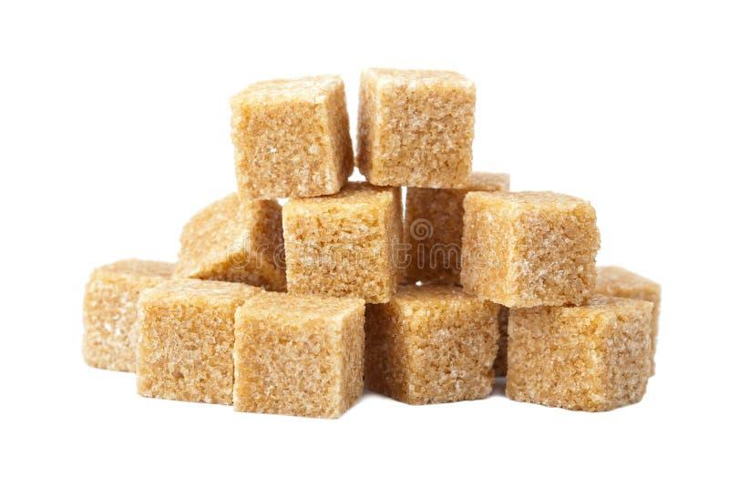 Cubos del azúcar de Brown aislados imagen de archivo